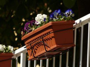 Installation jardinière balcon